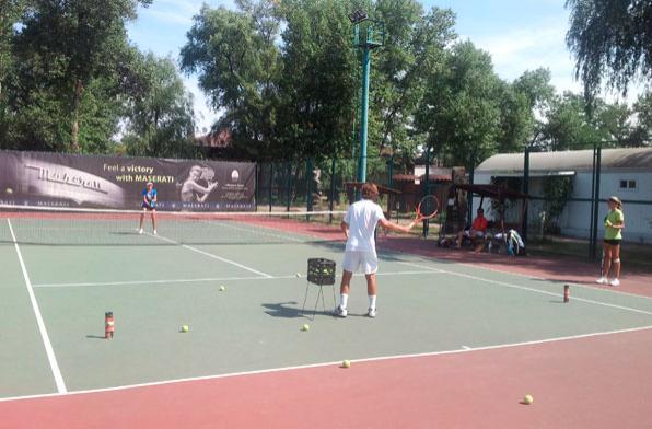 Теннисный корт в городе Марл