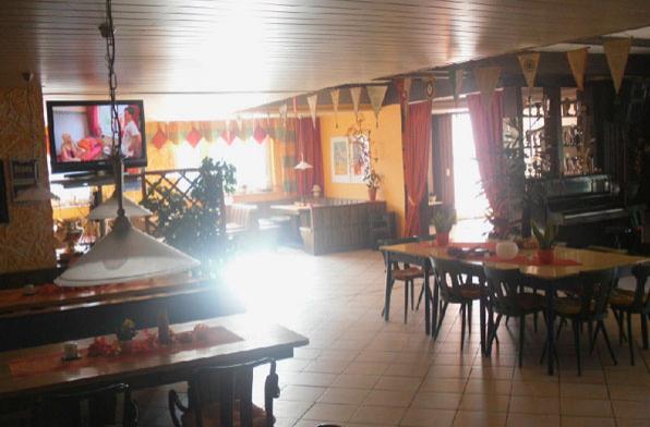 Клубный ресторан немецкого стиля, тут ужинают наши ученики